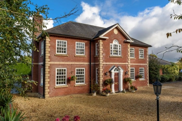 Generous Home Offers Big Splash