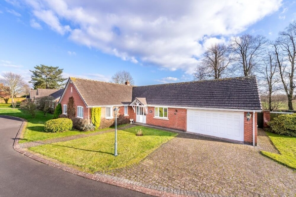 Bungalow in prime Shropshire location