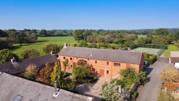 Barn Conversion Boasts Best Traits