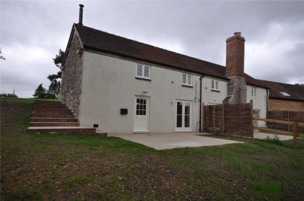 Two Bed Refurbished Country Cottage To Let