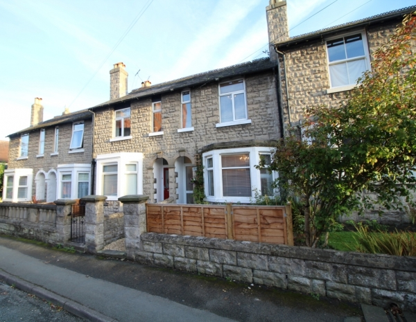 Terraced period house, perfect proximity