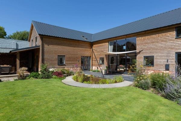 Versatile home in parkland landscape