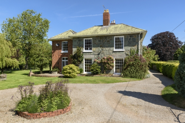Period House in picturesque surrounds
