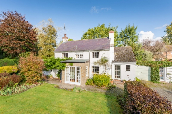 Cottage combines 21st century flair